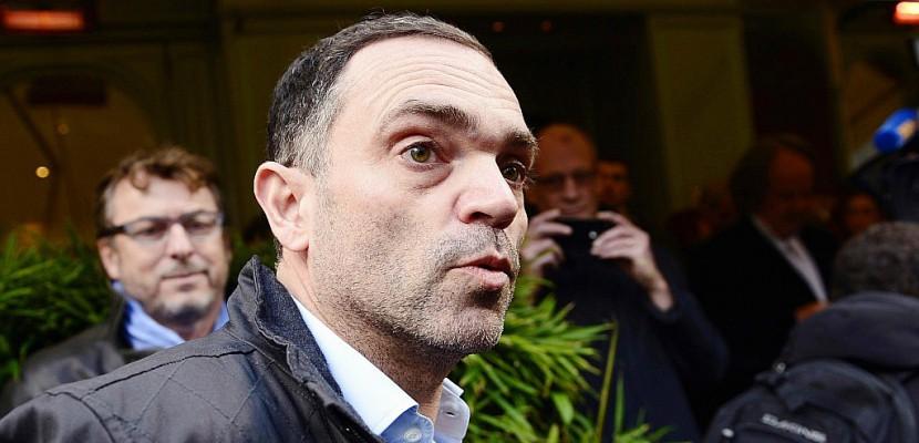 """Migrants: l'écrivain Yann Moix dénonce """"un protocole de la bavure"""" à Calais"""