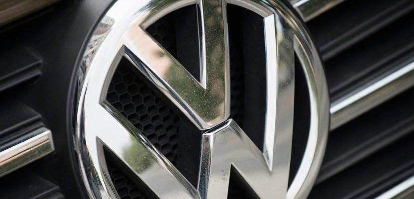 """Tests controversés: une première tête tombe chez VW, l'UE """"choquée"""""""