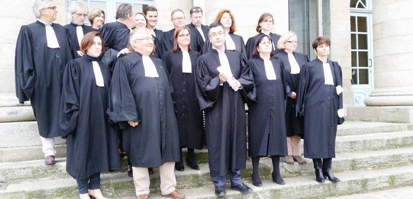 Justice: avocats et greffiers dans la rue contre la réforme judiciaire