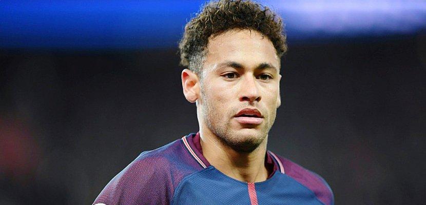 Neymar: le Ballon d'Or s'éloigne... le départ du PSG se profile ?