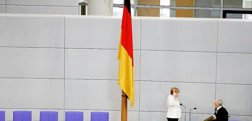 Avec une courte majorité, Merkel entame un mandat de chancelière semé d'embûches