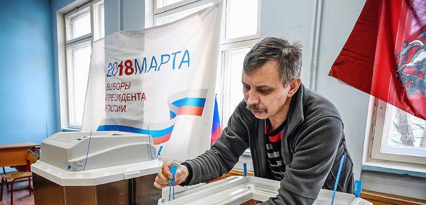Sous le feu des critiques occidentales, Poutine s'apprête à triompher dans les urnes