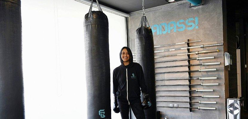 Une boxeuse saoudienne brise les tabous autour du sport féminin