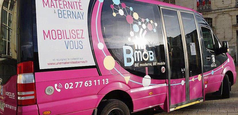 Bernay: pour sauver sa maternité, la ville en rose et bleu