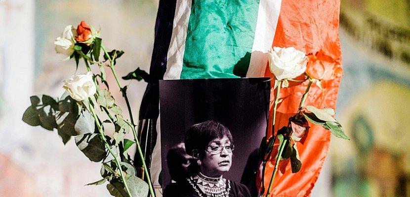 """L'Afrique du Sud rend hommage à """"l'esprit de combat"""" de Winnie Mandela"""