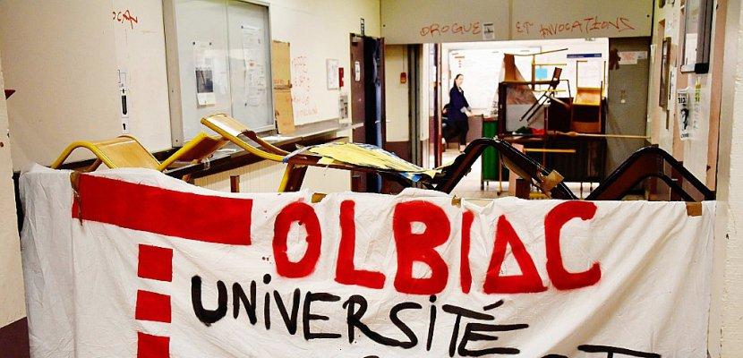 """Universités: des amphis occupés, la ministre dénonce une """"désinformation"""""""