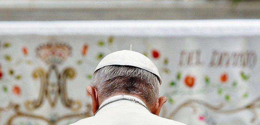 Pédophilie: le pape tente de gommer ses erreurs auprès des Chiliens
