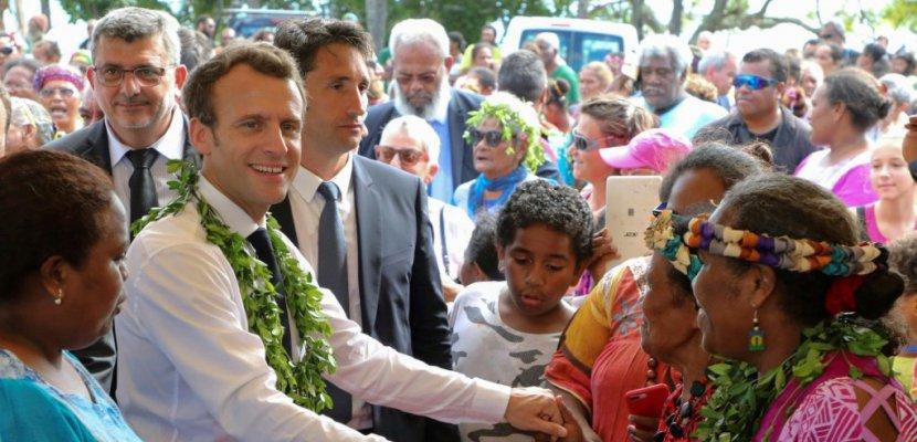 """Macron appelle la Nouvelle-Calédonie à """"ne pas faire reculer l'Histoire"""""""