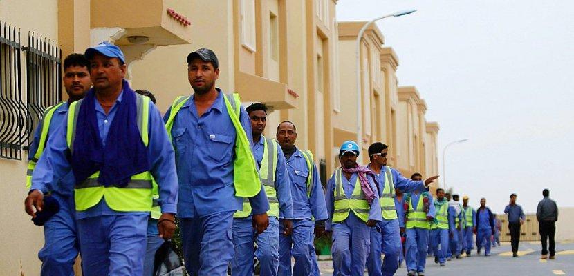 Au Qatar, la vie de misère de migrants, malgré les promesses