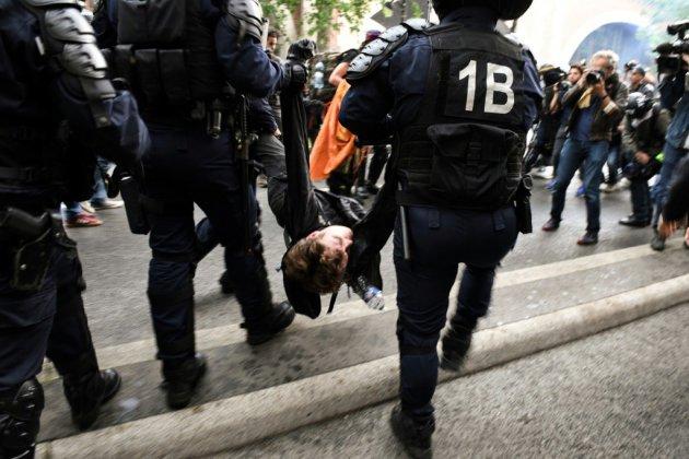 La gestion par les autorités des mobilisations anti-Macron suscite de vives critiques