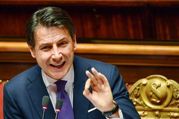 """Italie: Conte présente sa politique """"populiste"""" au parlement"""