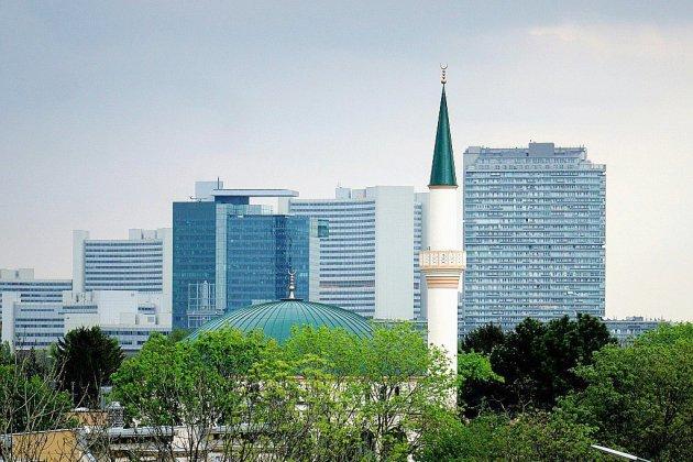 """Offensive contre l'""""islam politique"""" en Autriche: imams expulsés et mosquées fermées"""