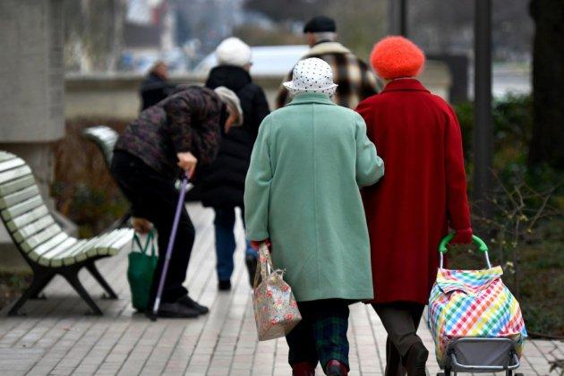 """La réforme des pensions de réversion, """"bouée de secours"""" de nombreuses veuves, inquiète"""