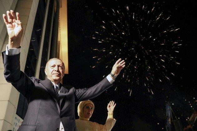 Turquie: Erdogan conforté dans sa ligne politique dure