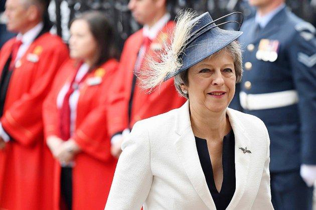 Brexit: May réunit son gouvernement remanié après deux démissions retentissantes