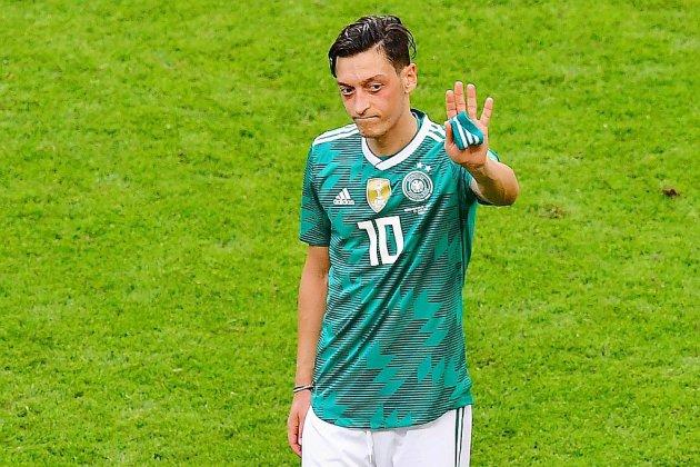 """Özil quitte la sélection d'Allemagne en évoquant le """"racisme"""""""