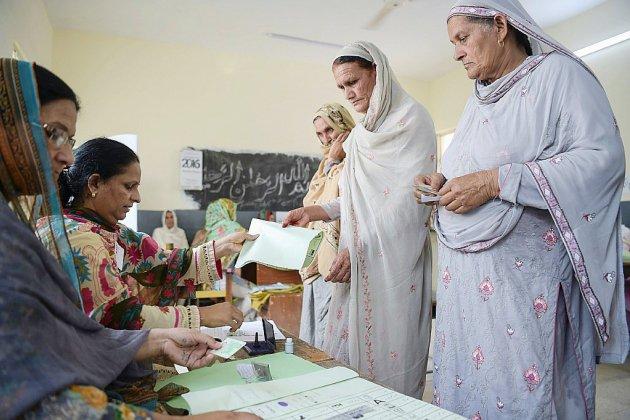 Les Pakistanais aux urnes pour des législatives sous haute tension