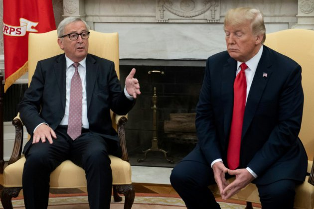 Commerce: Trump et Juncker dans le Bureau ovale en quête d'un compromis