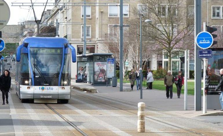 A Caen, un taxi percute un tram : deux femmes, dont une enceinte, légérement ...