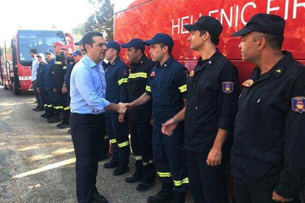 Grèce: Tsipras enfin sur les lieux du désastre, veillée d'hommage à Syntagma