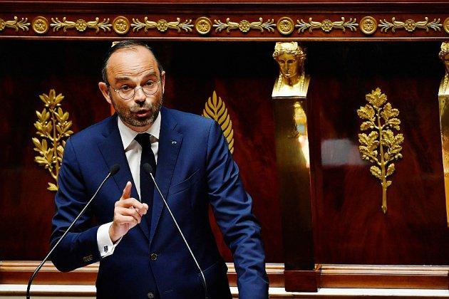 """Censure: Philippe dénonce """"une instrumentalisation politique"""" et promet de ne pas """"ralentir"""""""
