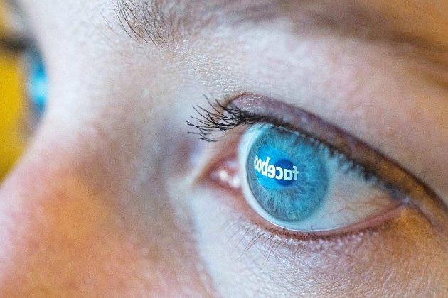 """Facebook révèle des tentatives de manipulation """"coordonnée"""" des élections américaines"""