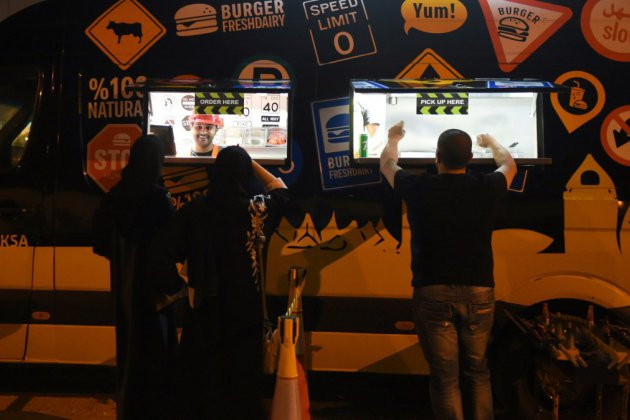 Plombiers ou chauffeurs: les Saoudiens se mettent au travail manuel