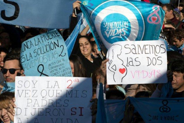 Argentine: des milliers de manifestants contre la légalisation de l'avortement