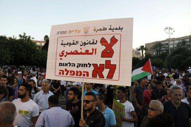 Israël: une foule d'Arabes israéliens manifestent contre une loi controversée