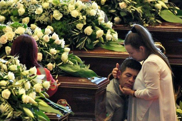 Aux funérailles des victimes du pont Morandi, le deuil et la pudeur