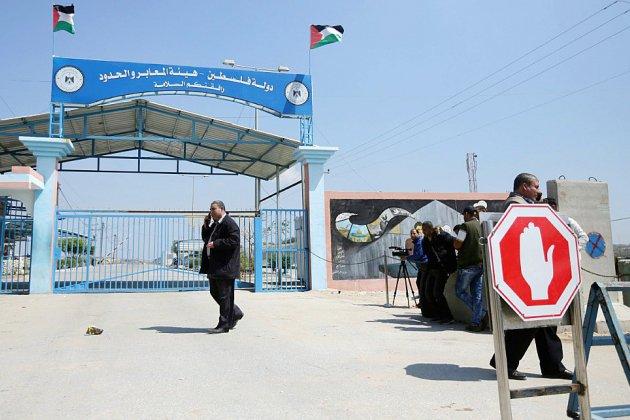 Israël ferme un point de passage avec Gaza après des violences