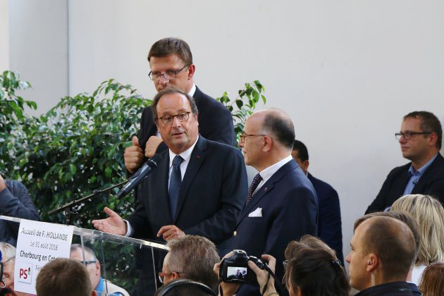Hollande et Cazeneuve remotivent les socialistes à Cherbourg