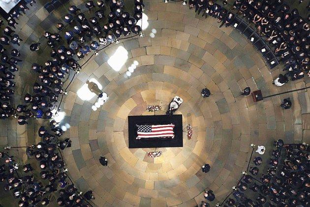 Hommage solennel à John McCain au Capitole américain