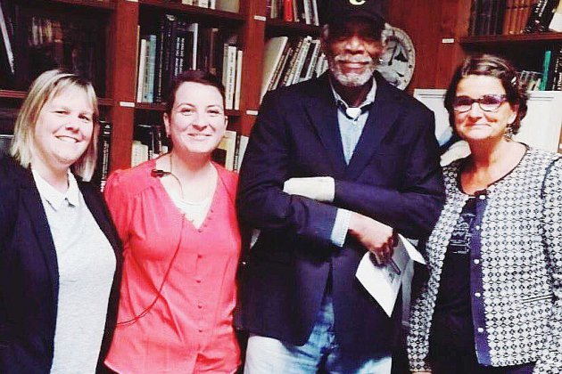 Arromanches: Morgan Freeman s'offre une visite au musée du Débarquement