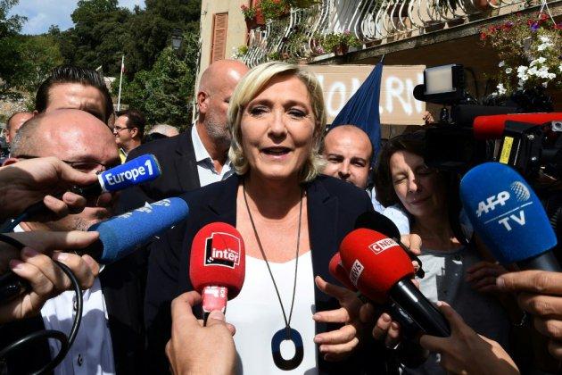 Cernée par les affaires, Marine Le Pen fait sa rentrée à l'ombre de ses alliés européens