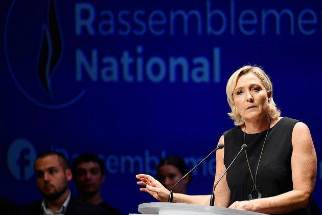 Photos de Daech postées sur Twitter: Le Pen s'indigne d'un examen psychiatrique
