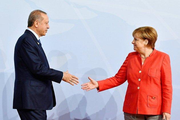 Merkel et Erdogan affichent une timide détente entre leurs deux pays