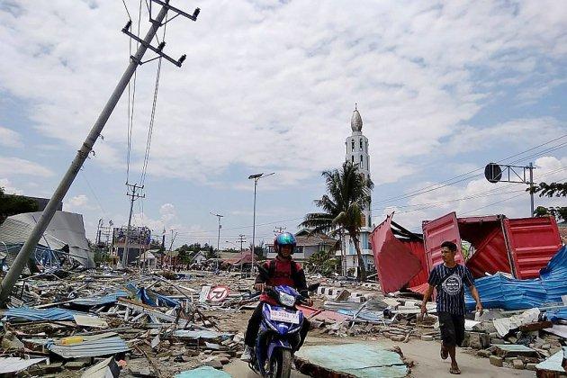 """Des dizaines de corps retrouvés après un tsunami en Indonésie, les autorités craignent """"beaucoup de morts"""""""