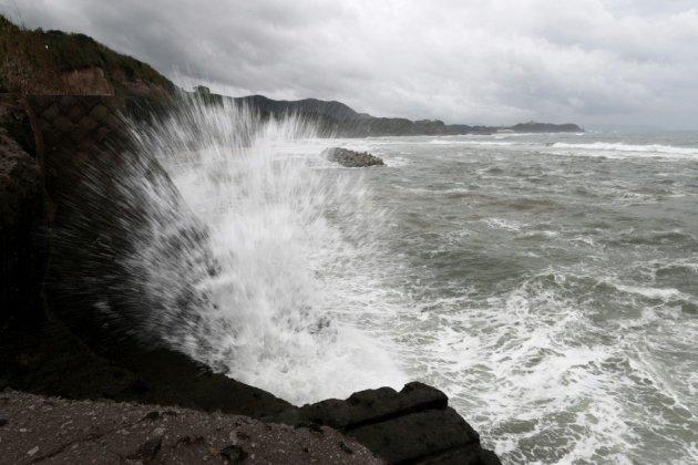 Le typhon Trami atteint le Japon: 17 blessés
