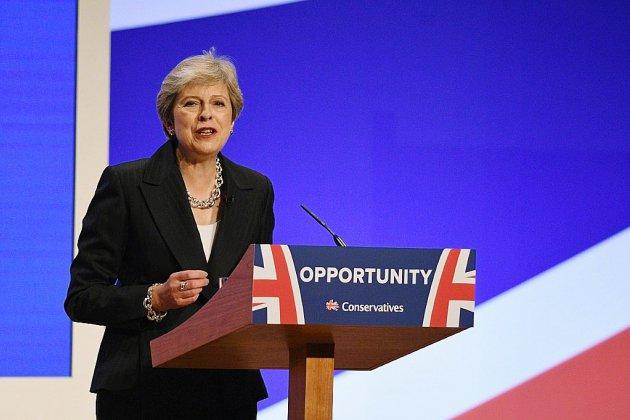 Theresa May, le Brexit en dansant