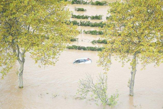 Inondations: l'Aude meurtrie panse ses plaies
