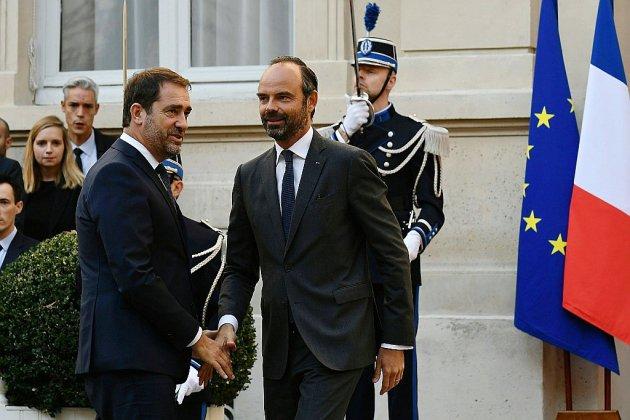 """En quête d'un """"second souffle"""", Macron remanie largement le gouvernement"""