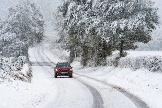 Intempéries: intensification de l'épisode neigeux, amélioration en Corse