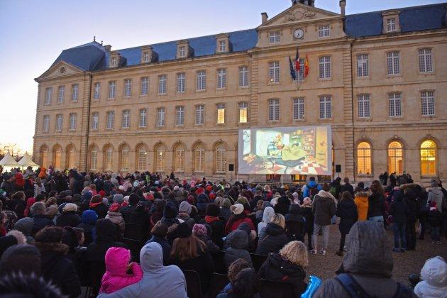 Noël: ouverture des festivités avec le bal des lucioles à Caen