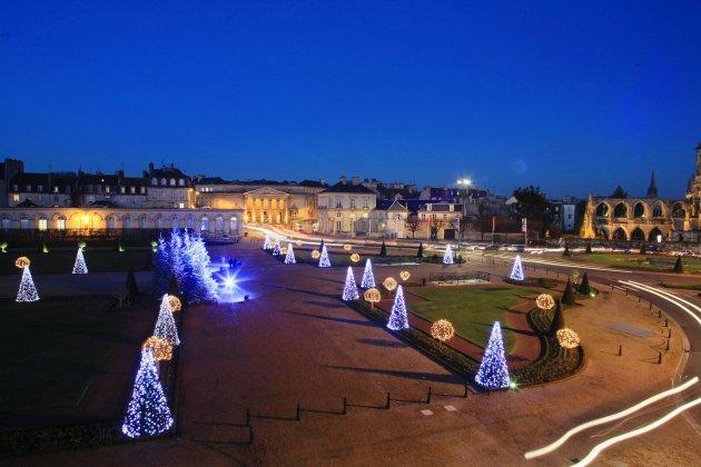 Illumination de Noël: Caen se pare d'or et d'argent