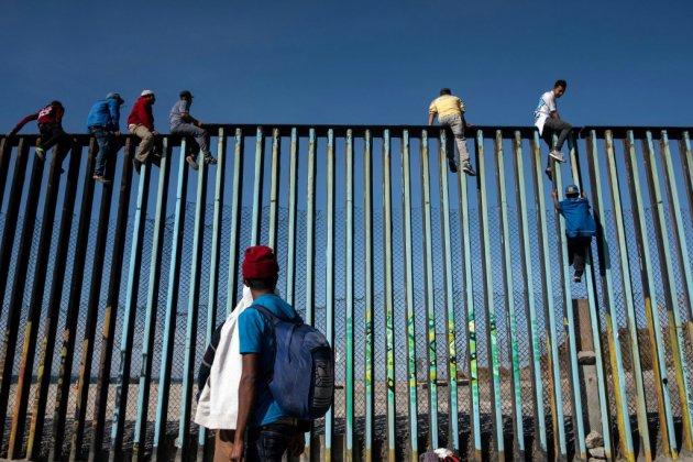 Caravane de migrants : premières arrivées à la frontière avec les États-Unis