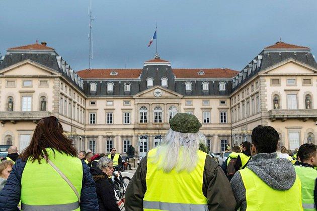 """Après la mobilisation des """"gilets jaunes"""", les regards tournés vers Elysée et Matignon"""
