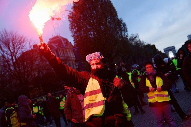 Affrontements et violence sur les Champs-Elysées