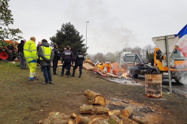 Gilets jaunes à Rouen: une charte pour le rond-point de la Motte