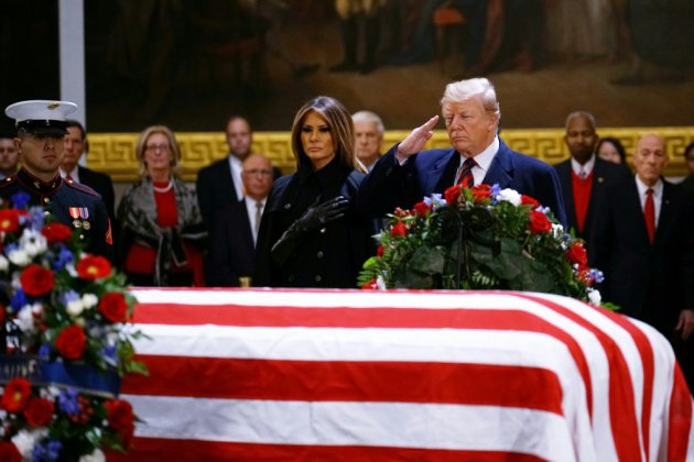 Trump se joint au concert d'hommages à George H.W. Bush